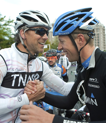 Trevor Linden (l) and Ryder Hesjedal (Team Garmin-Cervelo) at the start. © Heinz Ruckemann