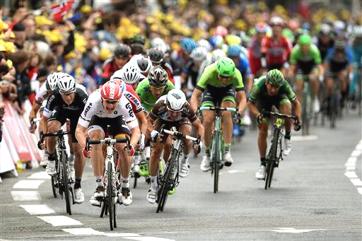 Greipel emerges from the pack... [P] Cor Vos