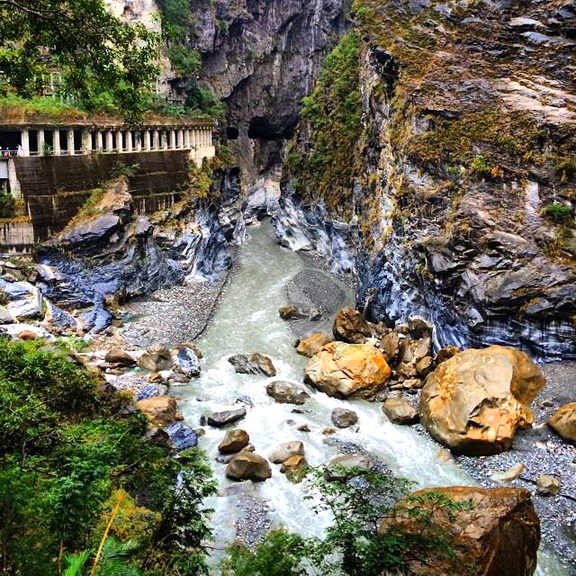 The road is cut into the side of the marble slabs of Taroko Gorge [P] Daniel Simms