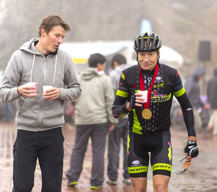 A recovered Will Routley greeting his father Tony Routley at the finish  ©  Daniel Simms Photography