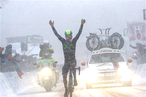 Quintana takes a snowy victory on the Queen Stage  ©  Cor Vos