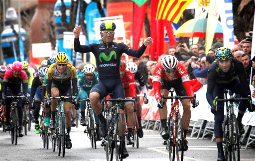 Valverde (r) wins as his teammate Rojas celebrates [P] Cor Vos