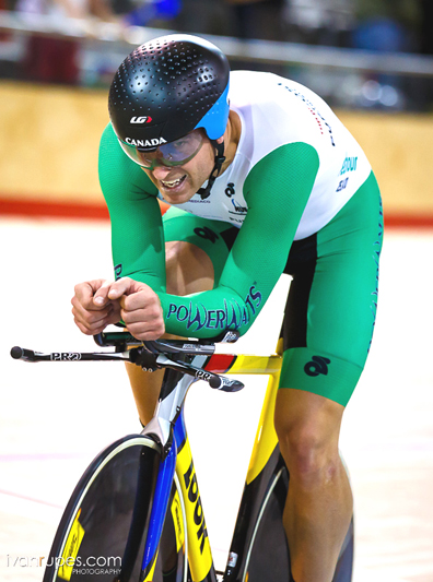 Ed Veal on his historic hour record ride.  ©  Ivan Rupes