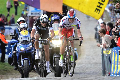 Kristoff leads Terpstra - the Norwegian did most of the work in their break  ©  Cor Vos