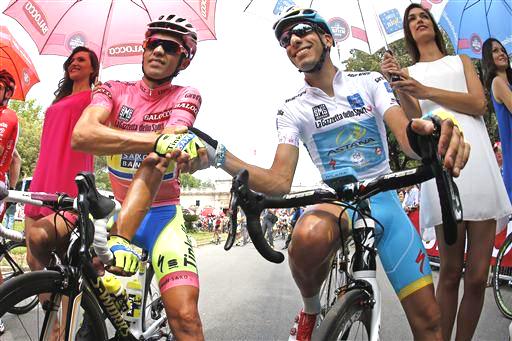 Contador and Aru at the start [P] Cor Vos
