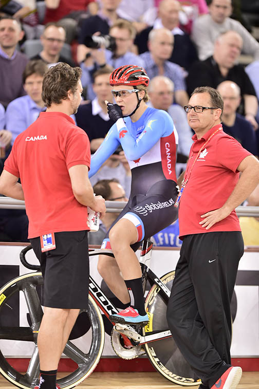 Stef Roorda gets ready with Canadian coaches Ian Melvin and Craig Griffon  ©  Guy Swarbrick