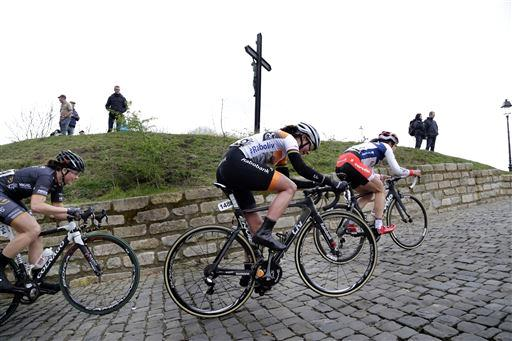 Marianne Vos (Ned) Rabobank Liv on a cobbled climb  ©  Cor Vos