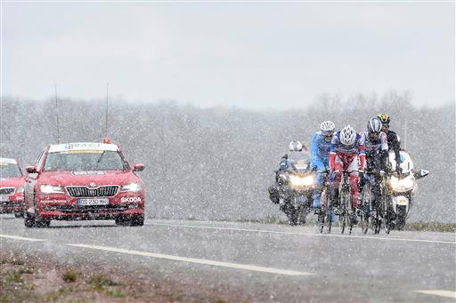 Snow during Stage 1  ©  Cor Vos