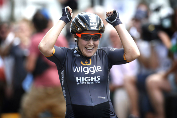 Chloe Hosking wins [P] Cor Vos