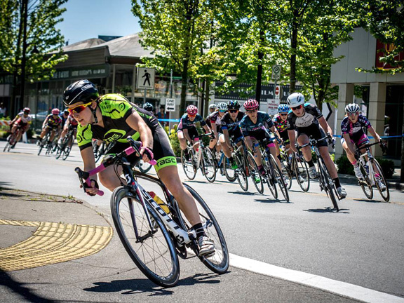 Maggie Coles Lyster leading out the pack  ©  TaG Cycling