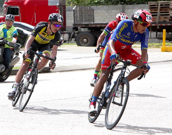 Nicolas Paredes (l) and Efren Santos [P] Luis Barbosa