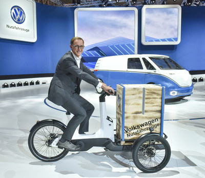 volkswagen unveils cargo e bike first electric bike as. Black Bedroom Furniture Sets. Home Design Ideas